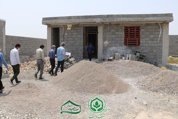 بازدید دوره ای رئیس هیئت مدیره خیریه اشرف الانبیاء(ص) از روند ساخت 120 واحد مسکن ایتام روستایی استان هرمزگان